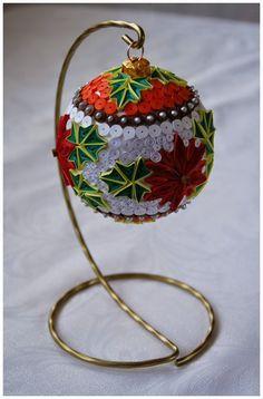 Tak jak obiecałam wpisy listopadowe będą już o tematyce bożonarodzeniowej. Zaczynam od bombki wykonanej na bazie styropianow...
