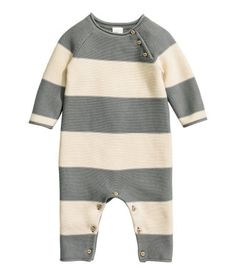 Gray/striped. BABY EXCLUSIVE/CONSCIOUS. Garter-stitched jumpsuit in soft organic cotton. Buttons on one shoulder and at gusset, raglan sleeves, and rolled