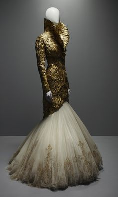"Gold feathers gown : Alexander McQueen ""Savage Beauty"" Collection"