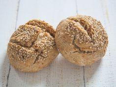 http://www.vegetarian-diaries.com/2013/08/dinkel-mischbrotchen-mit-sesam.html