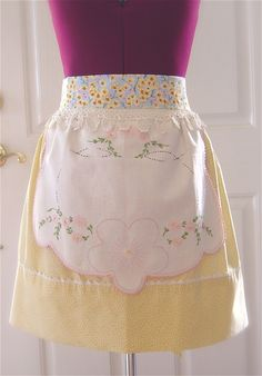 The Empty Nest - a closer look at Citron et Lacet Couture Hostess Apron