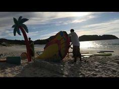 Making of campanha Havaianas Verão.  Depois de construído, o cenário seguiu para o litoral, de caminhão e depois de barco.