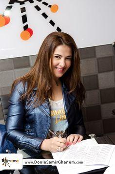"""دنيا سمير غانم مزّقت مستاءة عقد ألبومها مع """"روزناما """""""