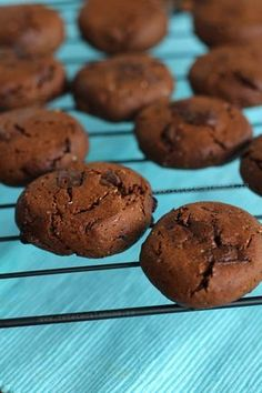 fursecuri de post cu ciocolata 3 Raw Vegan Recipes, Healthy Recipes, Vegan Food, Healthy Treats, Healthy Food, Bagel, Biscuits, Muffin, Goodies