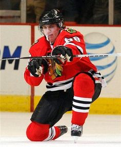 First goal of the NHL season ! Patty Kane