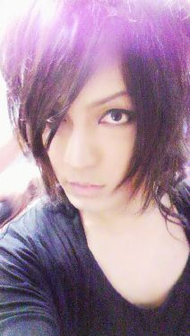 Kaya -sans makeup-He's really a cutie w/o makeup! He does a really good make-over when he's dressed up, too, tho. Japanese Men, Visual Kei, Dress Up, Celebrities, Rose, Sexy, Queen, Stars, Random