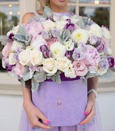 This bouquet surely builds a feminine, sweet and whimsical nuanc… Flowers galore! This bouquet surely builds a feminine, sweet and whimsical nuance 💕 Double tap. Luxury Flowers, Exotic Flowers, Fresh Flowers, Beautiful Flowers, Silk Flowers, Flower Box Gift, Flower Boxes, Flowers In A Box, Beautiful Flower Arrangements