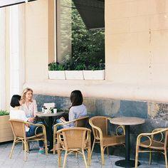 ☕Я сидел в кофейне, возле уютного подоконника большого и светлого окна, выходящего прямо на главную улицу города, допивая свой кофе и записывая что- то в дневник. Вдруг за спиной раздался звонкий смех – три милые подруги поболтали с бариста и выпорхнули из кофейни, разместившись со своим кофе за столиком прямо под моим окном. Я наблюдал за ними через стекло, и внезапно у меня появилось желание сделать с ними несколько фотографий. С собой у меня был мой пленочный canon ae -1 и я, оставив свой…