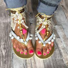 Gouden Ibiza slippers met creme versieringen