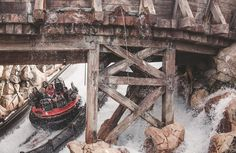 Grizzly River Rapids #disneyland #disneycaliforniaadventure #canonbringit #teamcanon #holdfastgear #canon #jamesnicolauphoto #disney #disneygram #disneyland60 #disneyside #instadaily #instagood by jamesnicolauphoto