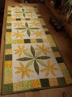 Pretty Spring flower table runner in greens and yellows. Fabric Panel Quilts, Lap Quilts, Small Quilts, Mini Quilts, Patchwork Table Runner, Table Runner Pattern, Quilted Table Runners, Table Topper Patterns, Table Toppers