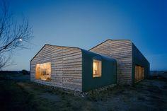 Casa del año 2014. Del arquitecto berlinés Thomas Kröger. Parece sencilla, pero elegante y con complejidad en los materiales empleados.