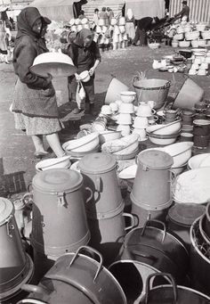 1948. Teleki tér (Robert Capa felvétele) Old Pictures, Old Photos, Heart Of Europe, Eastern Europe, Historical Photos, Hungary, Romania, Budapest, Farming