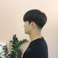 I really like this short hairstyle longtopshortmenshairstyles Mens hairstyles short, Mens hairstyles Korean Male Hairstyle Short, Asian Haircut, Asian Men Hairstyle, Korean Haircut Men, Quiff Haircut, Men's Hairstyle, Two Block Haircut, Dyed Hair Men, Kpop Hair