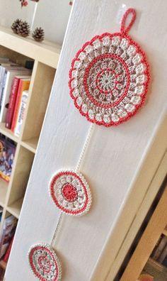 Nectarine and rafia mandala crochet wall pendant Crochet Stars, Crochet Round, Crochet Home, Crochet Crafts, Crochet Butterfly Pattern, Easter Crochet Patterns, Crochet Motif, Mandala Crochet, Diy Crochet Bikini