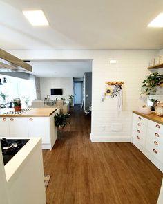 A imagem pode conter: cozinha e área interna Kitchen Room Design, Kitchen Dinning, Kitchen Decor, Home Design Decor, House Design, Home Decor, Home Living Room, Living Room Designs, Pantry Design