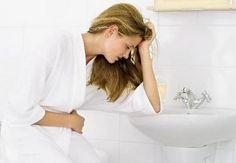 La gastritis crónica es una inflamación de la mucosa estomacal que se desarrolla de forma lenta (a diferencia de la gastritis aguda), a menudo asintomática y que puede conducir a sangrado y al desarrollo de úlceras. En algunos casos puede haber síntomas bastante más sutiles que los que se presentan en la gastritis aguda. Lee más: http://saludtotal.net/sintomas-de-gastritis-cronica/