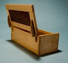 small-wood-hinged-box-with-walnut-panel.jpg 596×554 pixels