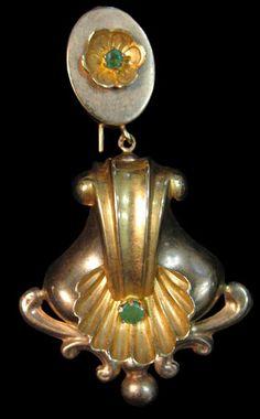 """BRINCOS tradicionais e populares portugueses com pedras azuis ou vermelhas,  onde balançam uns """"penduricalhos"""". Fazem conjunto com colares, em voga nos anos 40, Antique and popular portuguese earring  in gold."""
