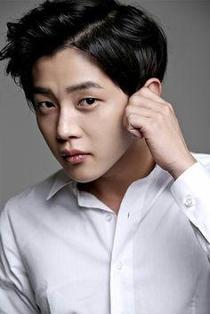 Kim Min-seok Asian Actors, Korean Actors, New Korean Drama, Age Of Youth, Descendents Of The Sun, Kim Min Seok, Japanese Men, Flower Boys, Cnblue