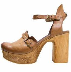Zapatos De Salón Con Plataforma Los zapatos de plataforma para mujer son la forma ideal de llevar los tacones que siempre has querido sin tener que sufrir e
