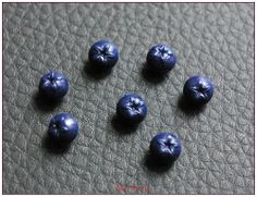Petite myrtille miniature résine pour créations gourmandes fimo kawaii x1 blueberry : Pâtes polymères et accessoires par lilycherry
