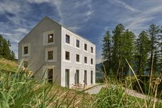 The village of Mathon is situated in the Beverin Nature Park whith its unique, wild landscape, thus creating a special challenge for the architecture. The ar...