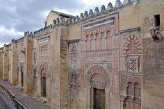 Fachada oriental de la Mezquita de Cordoba, Spain الواجهة الشرقية لمسجد قرطبة الكبير الذي حوله الأسبان إلى كنيسة