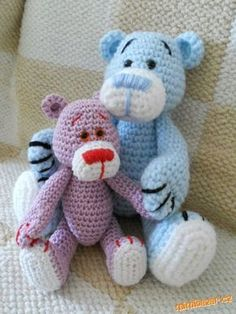 Tak jsem to teda nějak sepsala ať můžete medvídkem udělat radost i svý dětem :-) Velikost medvídka ... Crochet Dolls, Crochet Baby, Crocheted Toys, Crochet Animals, Diy And Crafts, Projects To Try, Cross Stitch, Teddy Bear, Beer