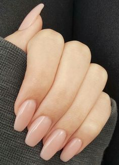 Nails aesthetic Looking for the best nude nail designs? Here is my list of best nude nails for y. Looking for the best nude nail designs? Here is my list of best nude nails for your inspiration. Check out these perfect nude acrylic nails! Elegant Nail Art, Subtle Nail Art, Oval Nail Art, Chic Nail Art, Cute Acrylic Nails, Natural Looking Acrylic Nails, Acrylic Nail Shapes, Natural Manicure, Acrylic Nails Green