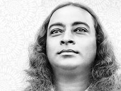 Le film retrace la vie de Paramahansa Yogananda