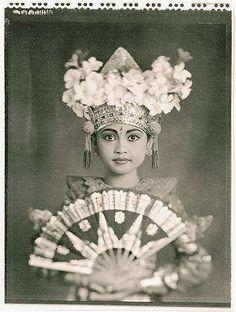 Beautiful Indonesian portrait. #daguerreotype #indonesian #oldphoto #vintage