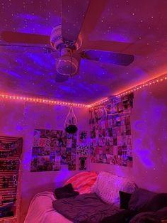 Chill Room, Cozy Room, Teen Room Decor, Room Ideas Bedroom, Bedroom Inspo, Hipster Bedroom Decor, Hipster Rooms, Neon Bedroom, Galaxy Bedroom