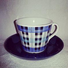 .@herrmovarp | Skotte, Ännu en av Helmer Ringströms många dekorer! Finns i tre färger som tekopp i modell AU och ytterligare en färg utöver dessa som kaffekopp, då i den snarlika modell EA| Webstagram