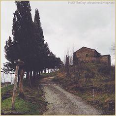 La #PicOfTheDay #turismoer di oggi ci porta a fare una camminata invernale lungo i sentieri romagnoli #BagnodiRomagna Complimenti e grazie a @francescomagnani / Today's #PicOfTheDay #turismoer takes us for a winter walk along the #hiking trails of #Romagna Congrats and thanks to @francescomagnani