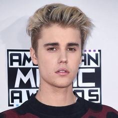 Justin Bieber Hairstyle - Slicked Back Hair Golden Brown Hair Color, Brown Hair Colors, Men Hair Color, Cool Hair Color, Hair Colour, Mohawk Hairstyles, Celebrity Hairstyles, Natural Hairstyles, Blonde Guys
