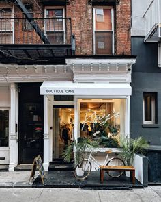 Found this in my camera roll. Wished this cute little cafe was permanent instead of just a pop-up 😢 . Coffee Shop Design, Cafe Design, Store Design, Aesthetic Stores, Coffee Shop Aesthetic, Cafe Exterior, Exterior Design, Deco Cafe, Cafe New York