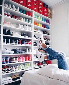 M i n i m a l c l a s s y sneaker collection, shoe collection, shoe room, s Shoe Room, Shoe Wall, Shoe Closet, Sneaker Collection, Shoe Collection, Sneaker Storage, Shoe Storage, Shoe Shelves, Hypebeast Room