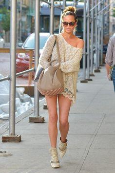 Chrissy Teigen Shops in Manhattan