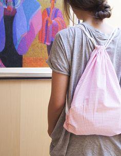Diy: mochila de tela | Mi primera máquina de coser Diy Purse, Lalaloopsy, Fabric Bags, Love Sewing, Couture, Diy Clothes, Fabric Crafts, Sewing Projects, Backpacks