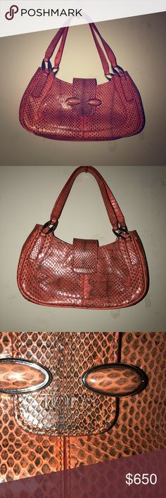 Tod's real leather made in Italy (great condtion) Great condition, real leather, made in Italy, small bag Tod's Bags Shoulder Bags