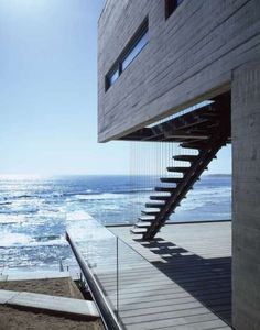 Blu loves the exterior stairs in this #modern ocean front home #architecture