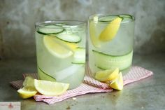 4 ounces gin 16 ounces Lemonade pinch of cayenne pepper 1 lemon, thinly sliced 8 thin slices cucumbers
