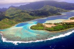 White sandy beaches, coral islands, lush vegetation and colourful fish... Huahine lagoon is one of the most beautiful of the Tahiti Islands. Credit: Lucien Pesquie