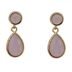 """Die vergoldeten Ohrringe """"Sweet"""" mit Quartz in zartem Rosa sind aus der neuen Vintage-Kollektion des Labels Mas Belleza."""