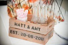 wooden crate/box. caja de madera. wedding. boda. decoration. decoración.  drinks . bebidas