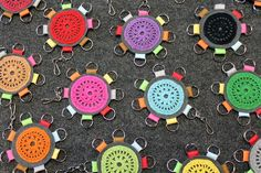 Kipriikan kasiperät pitää avaimet järjestyksessä. #kipriikka #käsityö #kotimainenkäsityö #kierrätys #recycle #avaimenperä #suomalainen Crochet, Crafts, Manualidades, Crochet Crop Top, Chrochet, Crocheting, Craft, Knits, Crafting