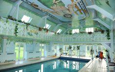Amazing use of trompe l'oeil by this interior pool #swimmingpool #trompel'oeil