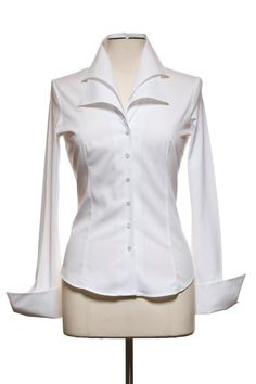 Anne Fontaine designs The Perfect White Shirt Classic White Shirt, White Shirts, White Blouses, Blouse Dress, Office Fashion, Fashion Outfits, Womens Fashion, White Tops, Blouse Designs