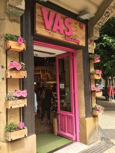 Boutique Interior, Boutique Decor, Boutique Design, Shop Interior Design, Cafe Design, Retail Design, Clothing Store Design, Kids Clothing, Beauty Salon Decor